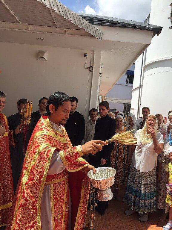 02 мая 2018 года, в Преполовение Пятидесятницы и в День памяти святой праведной блаженной старицы Матроны Московской в храме всех Святых (г.Паттайя) прошла Божественная Литургия