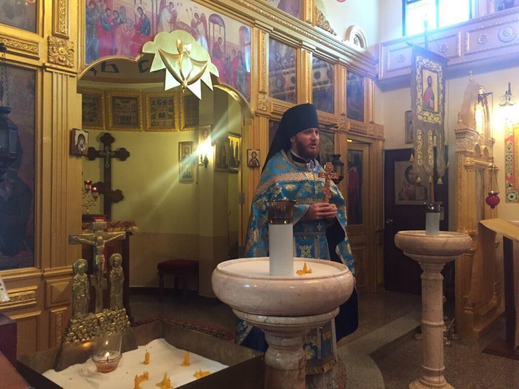 На фото: иеромн. Александр во во время проповеди