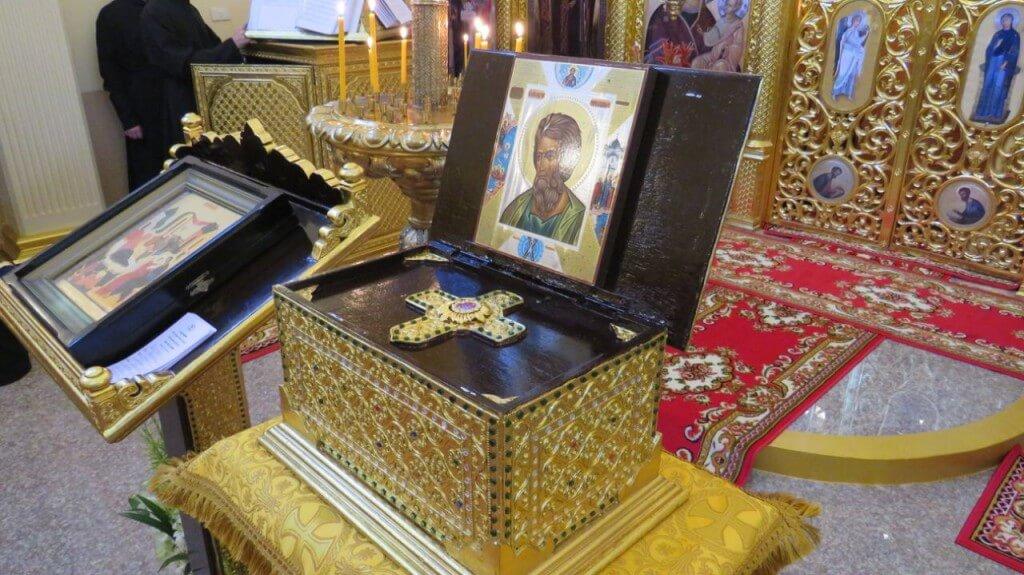 На фото: ковчег с частицей мощей св. ап. Андрея Первозванного