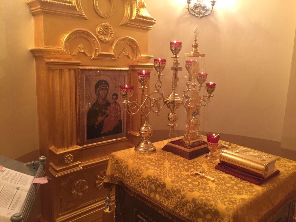 На фото: алтарь св. мц. Фотинии