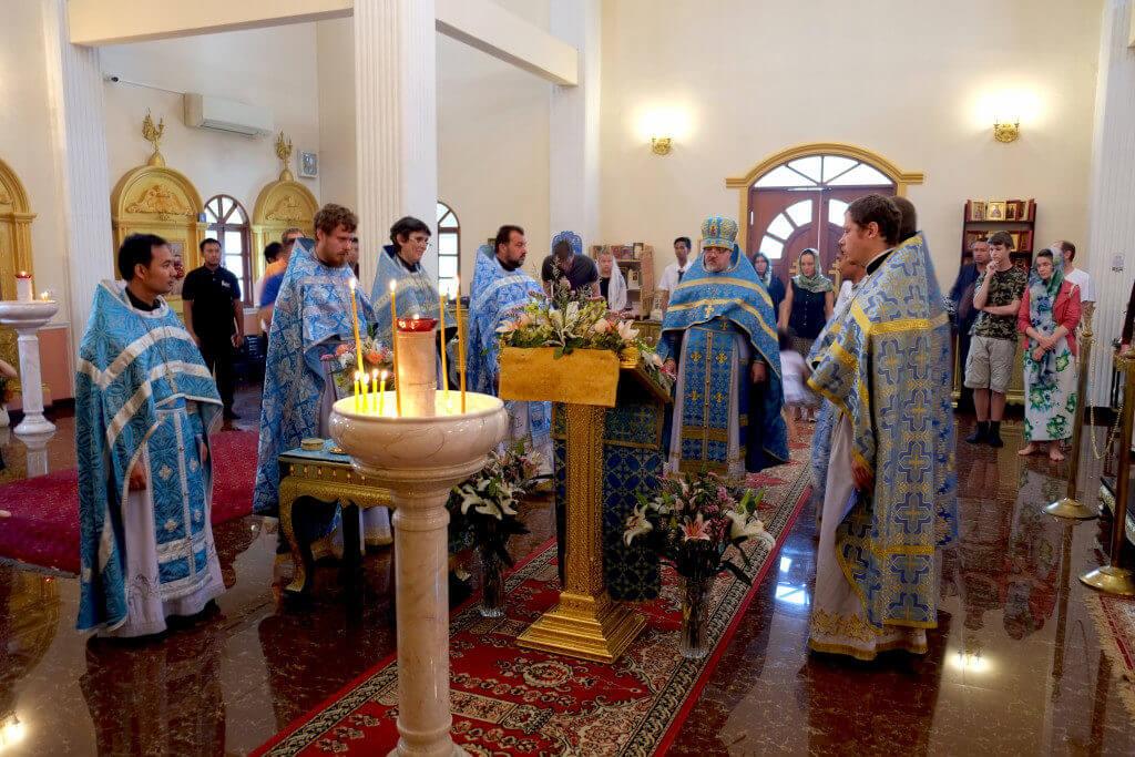 На фото: Празднование 15- летия Православия в Таиланде. Троицкий храм на Пхукете