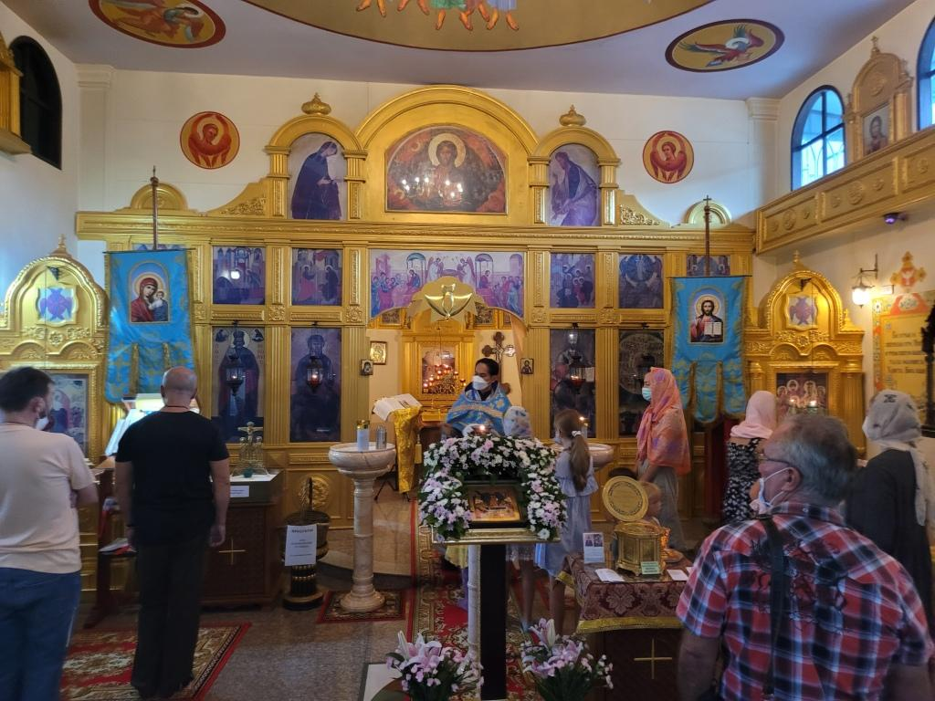 Сегодня, 28 августа в нашем храме была отслужена Божественная Литургия в праздник Успения Пресвятой Богородицы